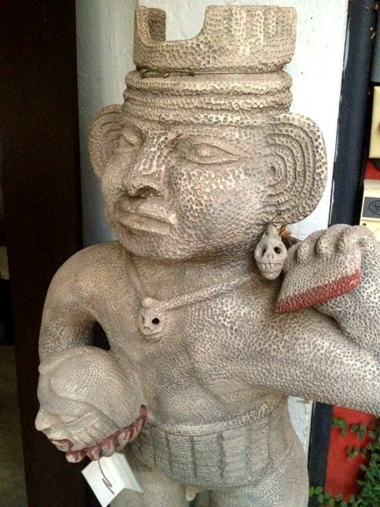 Ciudad Lounge Granada Nicaragua Statue
