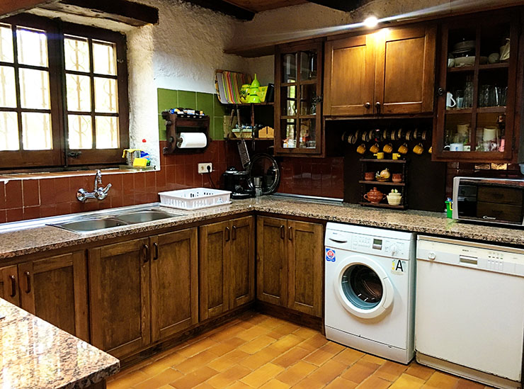 country-house-costa-brava-pasteral-kitchen