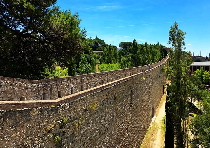 Climbing the Roman walls of Girona